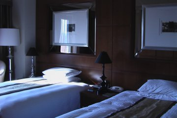 <p>There&#39;s a separate spacious bedroom</p>
