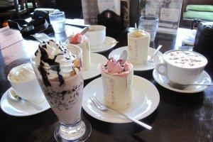เครื่องดื่มและขนมอร่อยของช็อกโกแลต เล้าจ์ ภายในสวนชิโรอิ โคอิบิโตะ