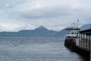 ท่าเรือริมทะเลสาบโทยาอันสวยงามและโรแมนติก