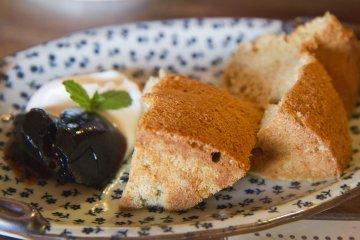 <p>The delicious chiffon cake</p>