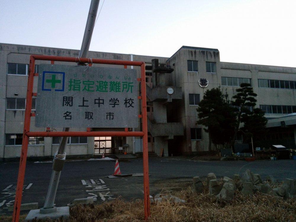 A Escola de 3º Ciclo de Yuriage foi o centro de evacuação da zona. Muitos apressaram-se para o terraço do edifício naquele dia frio para fugir da morte certa. No entanto, muitos habitantes, incluindo catorze estudantes desta escola, não conseguiram chegar ao terraço ou a outro local seguro.