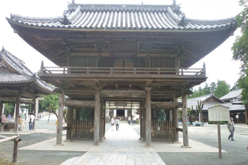 Toyokawa Inari, Buddhist gate