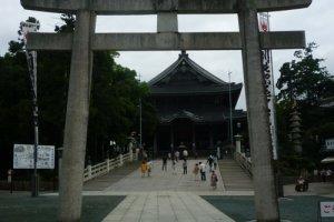 Toyokawa Inari, Shinto gate