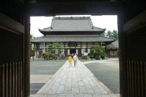 Toyokawa Inari, main Buddhist hall