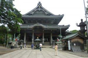 The main hall of the Toyokawa Inari