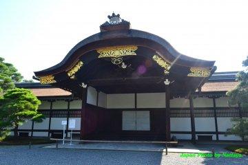 พระราชวังเกียวโตอันกว้างขวาง