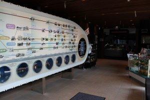 展示館のエントランスホールには工作機械の歴史の解説が掲示されている