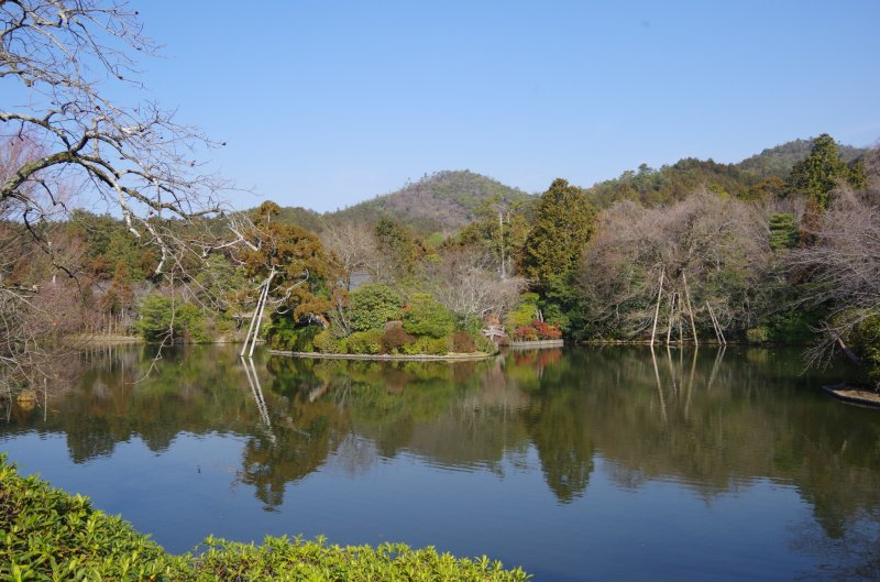 Besides the rock garden, Ryoan-ji Temple has a beautiful pond and two excursion gardens in the precinct