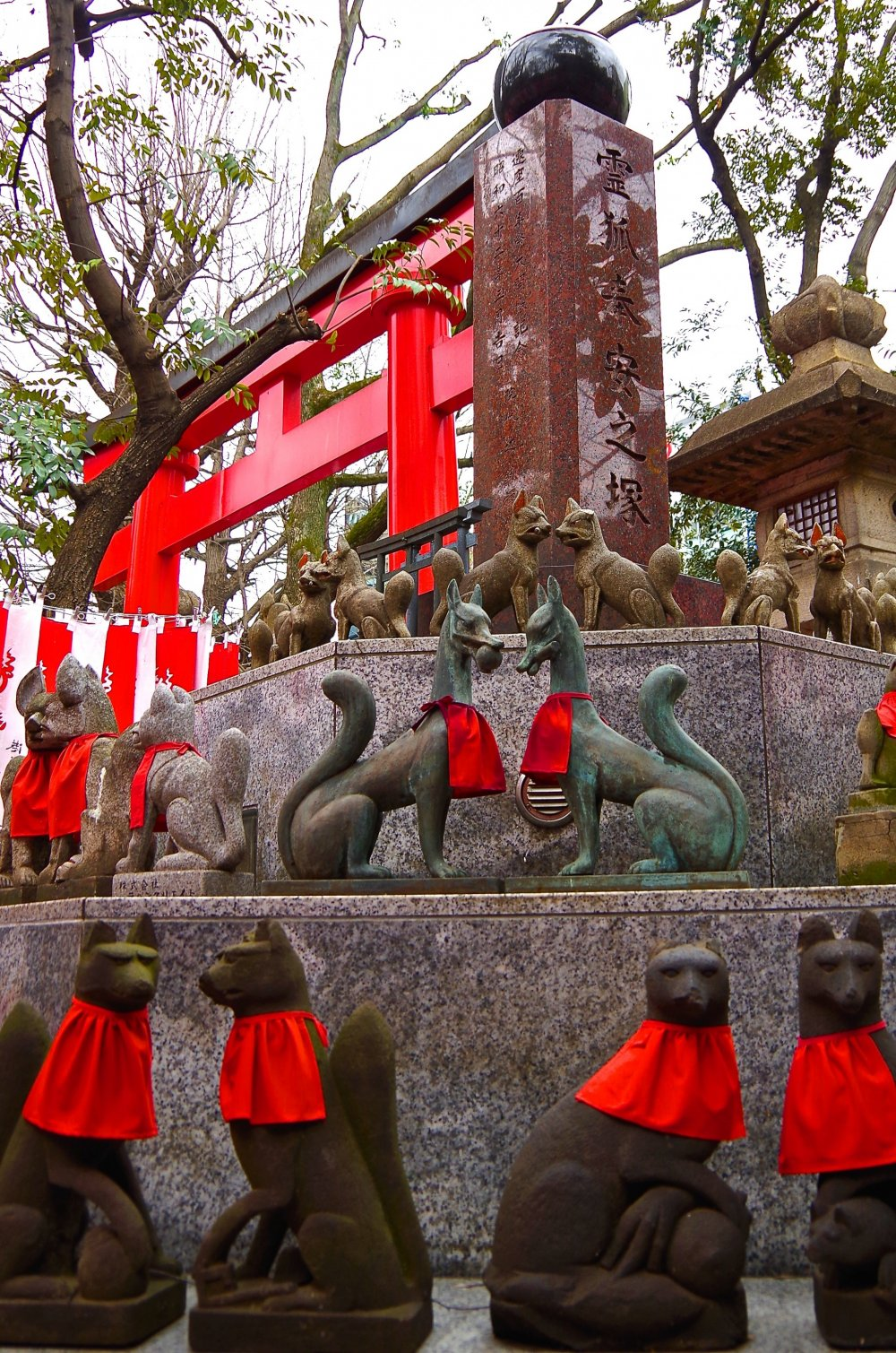 Foxes on the octagonal stone stage