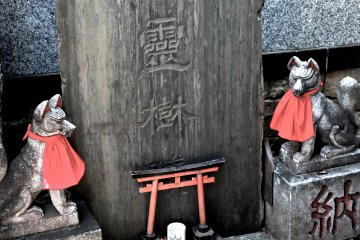 Chùa Toyokawa Inari, Akasaka