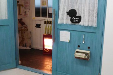 <p>Cafe Pamplemousse has two main features: ducks and pancakes.</p>