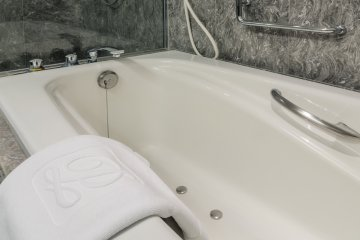 <p>One of the best parts about the Superior Comfort room is that the comfort doesn&#39;t stop at the bedroom. The bathroom is amazing, with a lovely glass shower and a jacuzzi to help you relax after a long day of travel or meetings.</p>