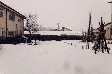<p>หิมะที่ที่ปกคลุมทุกอย่างในเมือง แม้กระทั่งความเงียบ</p>