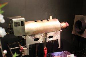 この機械がポン栗焼き機。圧力釜の仕組みで焼く