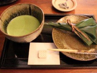 抹茶とれんこんの和菓子を戴いた