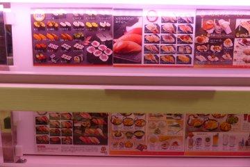 <p>เมนูอาหารหลากหลาย ตั้งแต่ซูชิ ของทอด เครื่องเคียง ขนมหวาน เครื่องดื่ม ในราคาที่แตกต่างกันไป</p>