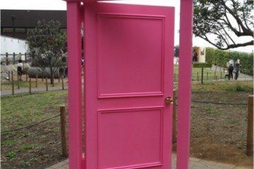 <p>ประตูไปไหนก็ได้ / &nbsp;Dokodemo door</p>