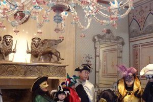 When I visited the museum, they had a service where visitors could borrow and dress up in masks and cloaks for the Venetian carnival.