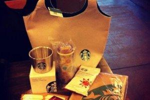 กระเป๋าผ้าถุงขาวราคา 3,000 เยน ของ Starbuck