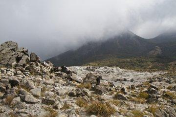 硫黄山から韓国岳のハイキング