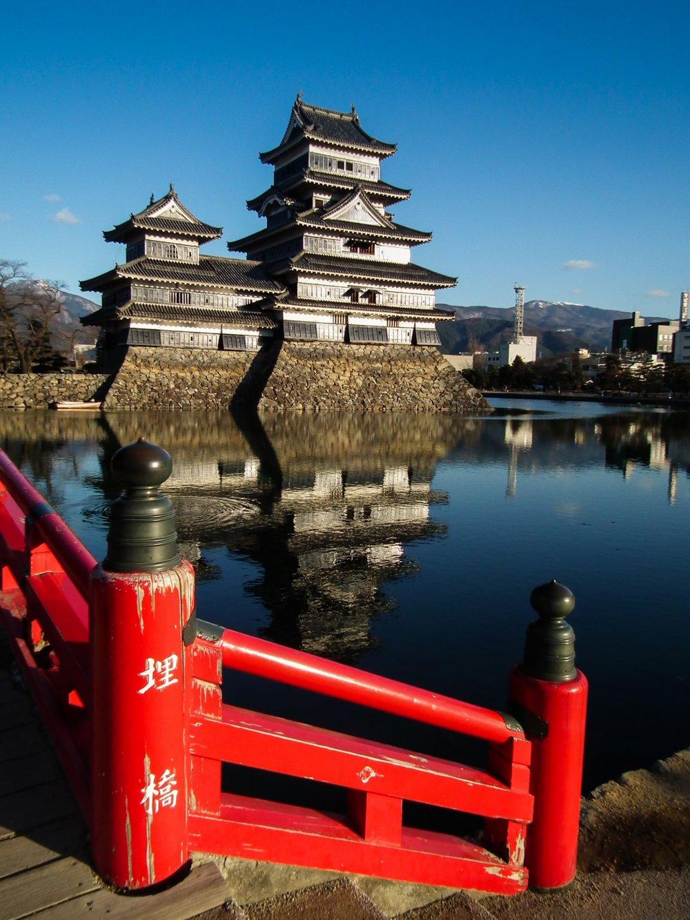 ปราสาทมัตซึโมโต้ หนึ่งในสัญลักษณ์ของเมืองนากาโน่