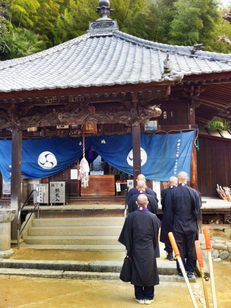 Priests chanting at Eifuki-ji