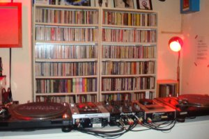 They play Punk, Pub Rock, Mod Revival, Neo Acoustic, UK Soul, Acid Jazz…and so on, with around 30,000 tunes on call. Of course, your requests are most welcome!