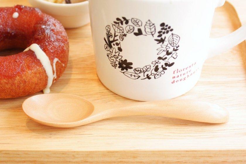 เมนูสุขใจ ... โดนัทโฮมเมดเพื่อสุขภาพของ florestaที่เสิร์ฟมาพร้อมลาเต้ร้อนจากกาแฟออร์แกนนิก อร่อยแบบสุ๊ขสุข :)