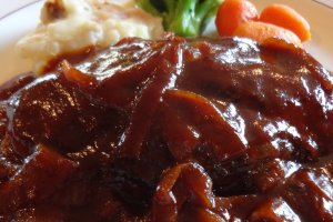 Today, this hamburger steak dish is still served up exactly as it was 80+ years ago: a Grilled hamburger with demi-glace sauce and boiled vegetables.