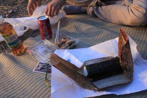 มื้ออาหารของชาวต่างชาติในเทศกาลฮานามิ