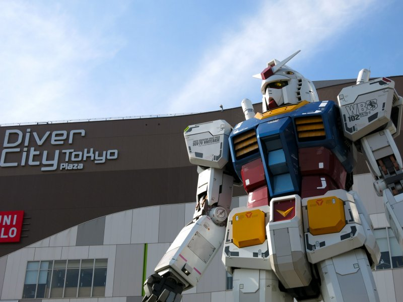 <p>Gundam statue &quot;RG 1/1 RX-78-2 Gundam Ver. GFT&quot; not only has a commanding stance in front of Diver City Tokyo, its head rotates in various directions!</p>