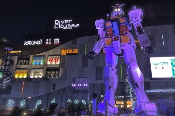 <p>Another exhilarating view of the Gundam statue &quot;RG 1/1 RX-78-2 Gundam Ver. GFT&quot; in front of Diver City Tokyo at night!</p>