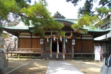 Akashi's Famous Iwaya Shrine