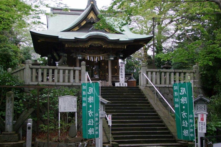 Shirahata Shrine, overlooking Fujisawa