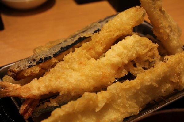กุ้ง ปลาหมึกและมะเขือม่วงมีขนาดใหญ่เท่าๆกัน