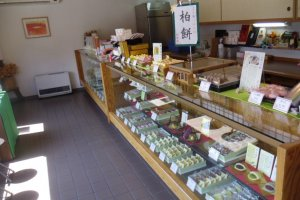 The shop is full of delicious food, from Japanese sweets to ones with a more Western base, like mont blanc. They couldn't all fit in one photo!
