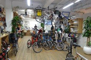 จักรยาน จักรยาน จักรยาน มีจักรยานอยู่เต็มไปหมด