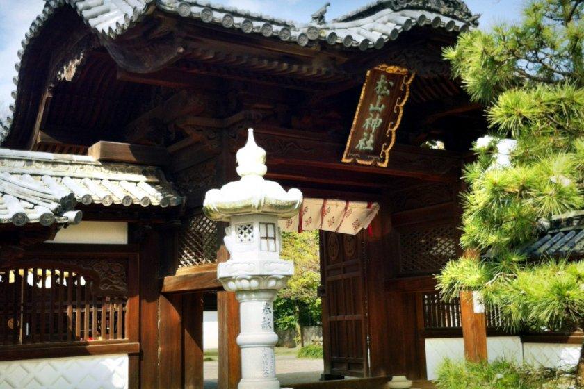 The gateway to Matsuyama Shrine