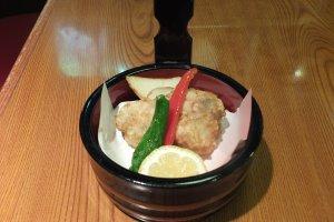 เนื้อปลาปักเป้าทอดแบบไก่คาราเกะ