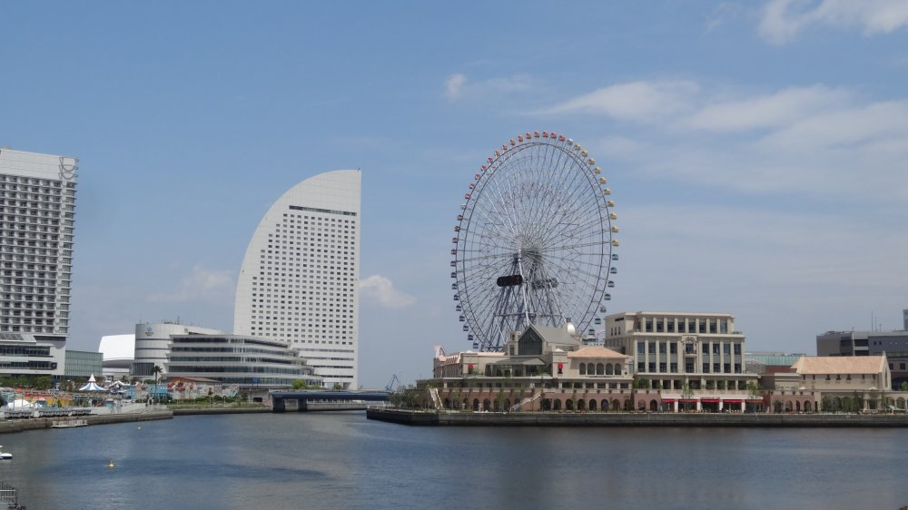 Cosmo World และโรงแรม Intercontinental