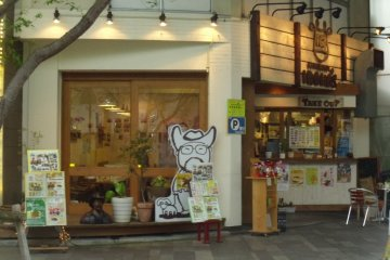 <p>From the outside you can see the cartoon representation of the owner, who likes cowboys, and the &quot;take out&quot; window.</p>