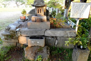 <p>Small stone cairn enshrines the soul of the monk, Seigen</p>