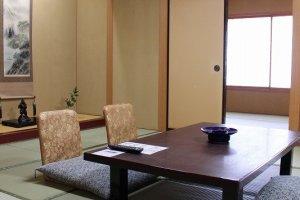 落ち着いた和室。食事は部屋で取ることもできる