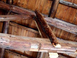 В этом бараке использовались бревна, которые использовались в концлагере Бандо