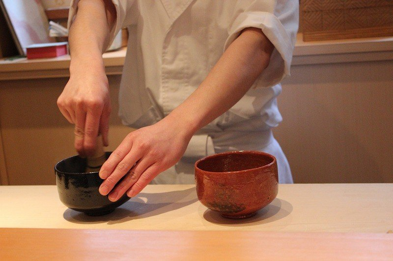 <p>Purchase a course for 5000 yen or more and you&#39;ll receive&nbsp;matcha&nbsp;tea. The tea preparation is quintessentially Kyoto</p>
