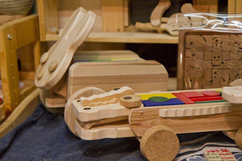 <p>Handmade wooden toys</p>