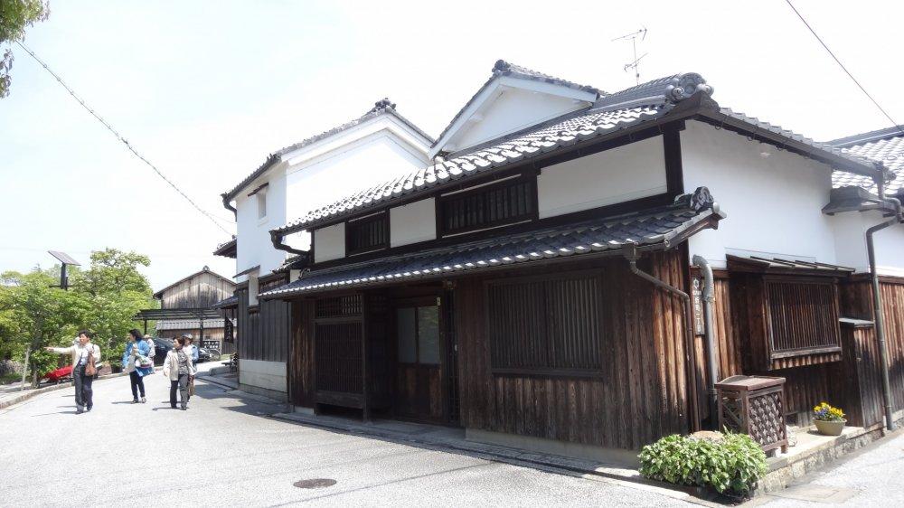 บ้านเรือนเก่าๆ แบบโบราณของญี่ปุ่น ที่โอะมิฮะชิมาน