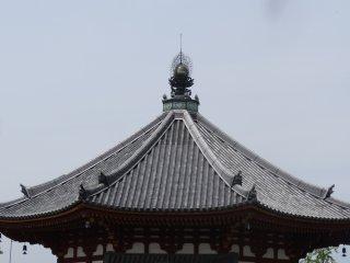 หลังคาของอาคารแปดเหลี่ยม