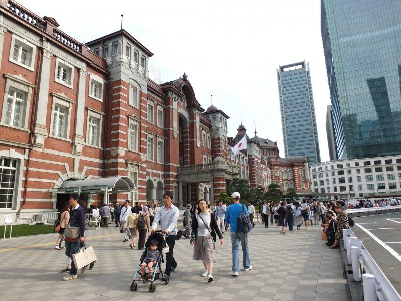 <p>สถานีรถไฟโตเกียวรุ่นที่ 3 สร้างให้เหมือนกับอาคารสถาปัตยกรรมสไตล์ยุโรปดั้งเดิมในรุ่นที่ 1</p>