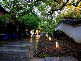 Chegando ao edifício do templo